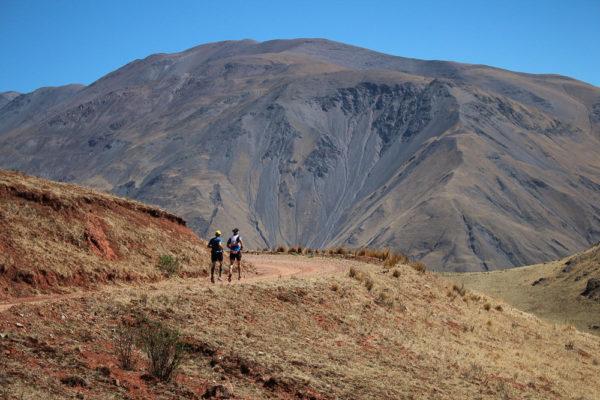 2 hommes courses montagne