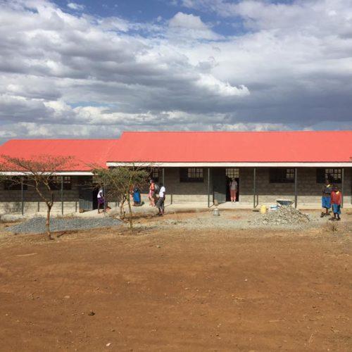 En 2017, nous avons finalisé la construction de 3 nouvelles classes dans l'école de Nagum